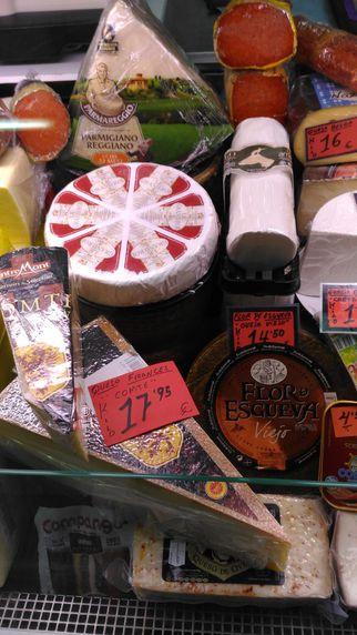 Tienda de quesos, jamones y charcutería