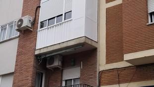 Balcón cierre de aluminio con fijo y armario X