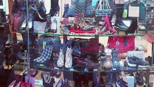 Zapatería con zapatos y bolsos de calidad en Ibiza