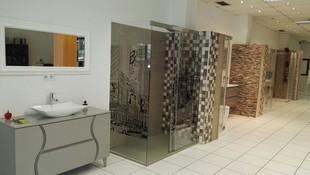 Expositor de muebles de baño en nuestra tienda