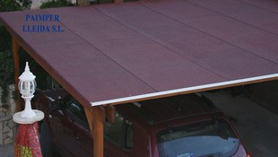 Aplicación de material impermeabilizante en tejado de porche