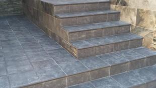 Instalación de suelo en escalera exteriior