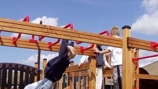 Elementos de juego en parques infantiles