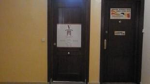 Puerta de entrada al despacho de abogados