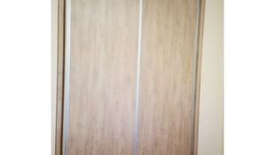 Armario empotrado con puertas correderas