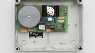 Fuente de alimentación estabilizada para la gama de cerraduras CEPLUS