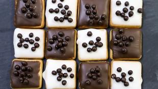 Pastas de chocolate blanco y negro