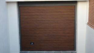 Empresa especializada en fabricación de puertas de garaje seccionales en Granada