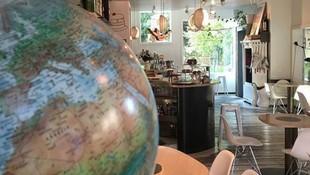 Cuidada decoración en cafetería de Burgos