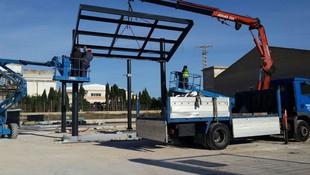 Montaje de estructura en gasolinera en Avda. de Elche
