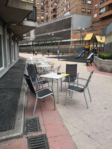 Bar con terraza en Uribarri