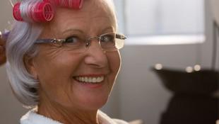 Servicio de peluquería a domicilio para mayores en Barcelona