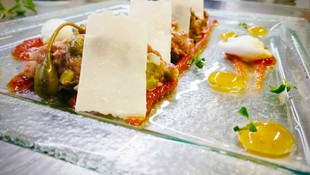 Stick Tartar con dulce de limón y tomate especiado