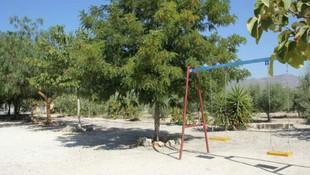 Parque con columpios