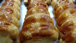 Pasteles rellenos de crema en Granada