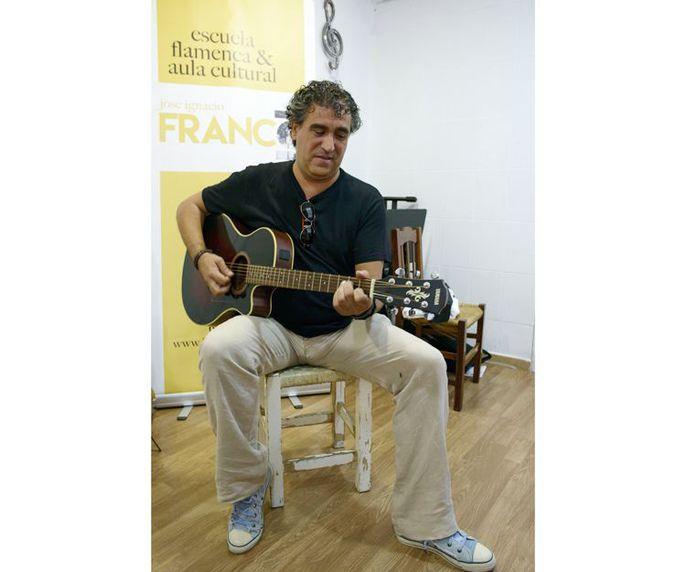 Clases de guitarra acústica en Jerez