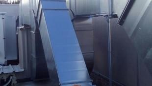 Instalación de conductos para aire acondicionado de fibra y chapa.