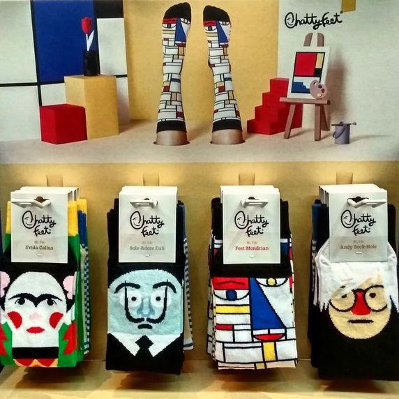 Ven a conocer los divertidos calcetines Chatty Feet: Frida Callus, Sole-Adore Dalí, Feet Mondrian, Feetasso y Andy Sock-Hole