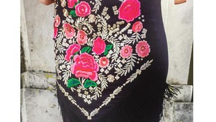 Falda elegante con flecos