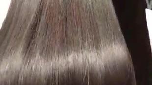 Alisado brasileño para un pelo brillante, sin efecto frizz, fuerte y con movimiento.