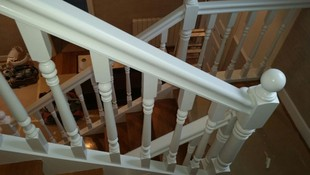 Lacado de baranda de escaleras después