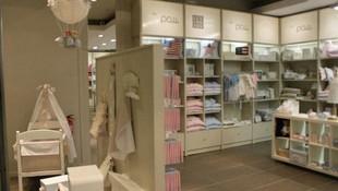 Mobiliario para tienda ropa infantil en Barcelona.