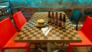 Hamburguesa + cervezas Pub k2