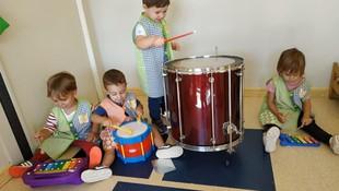 Miniorquesta descubriendo los sonidos en Les Franqueses del Vallès