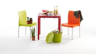 Mobiliario de sillas y mesas para verano