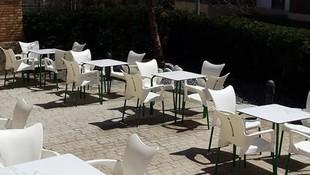 Restaurante con amplia terraza en Osona