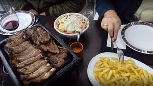 Disfruta de la comida con amigos o en familia